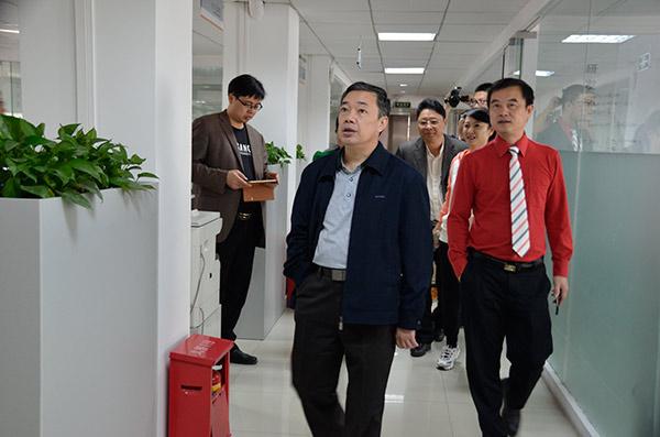广西省贺州市陈翼明副市长带领市政府考察团莅临龙8国际pt老虎参观指导