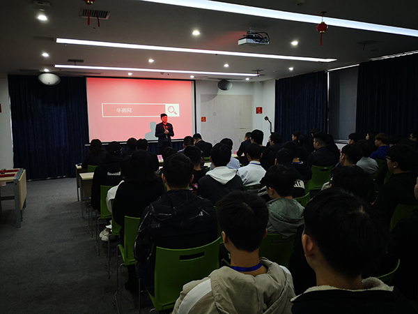 长沙龙8国际pt老虎副总经理曹森发言